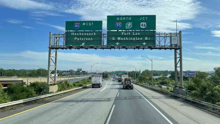 425 Victoria Terrace, Ridgefield, NJ 07657, USA